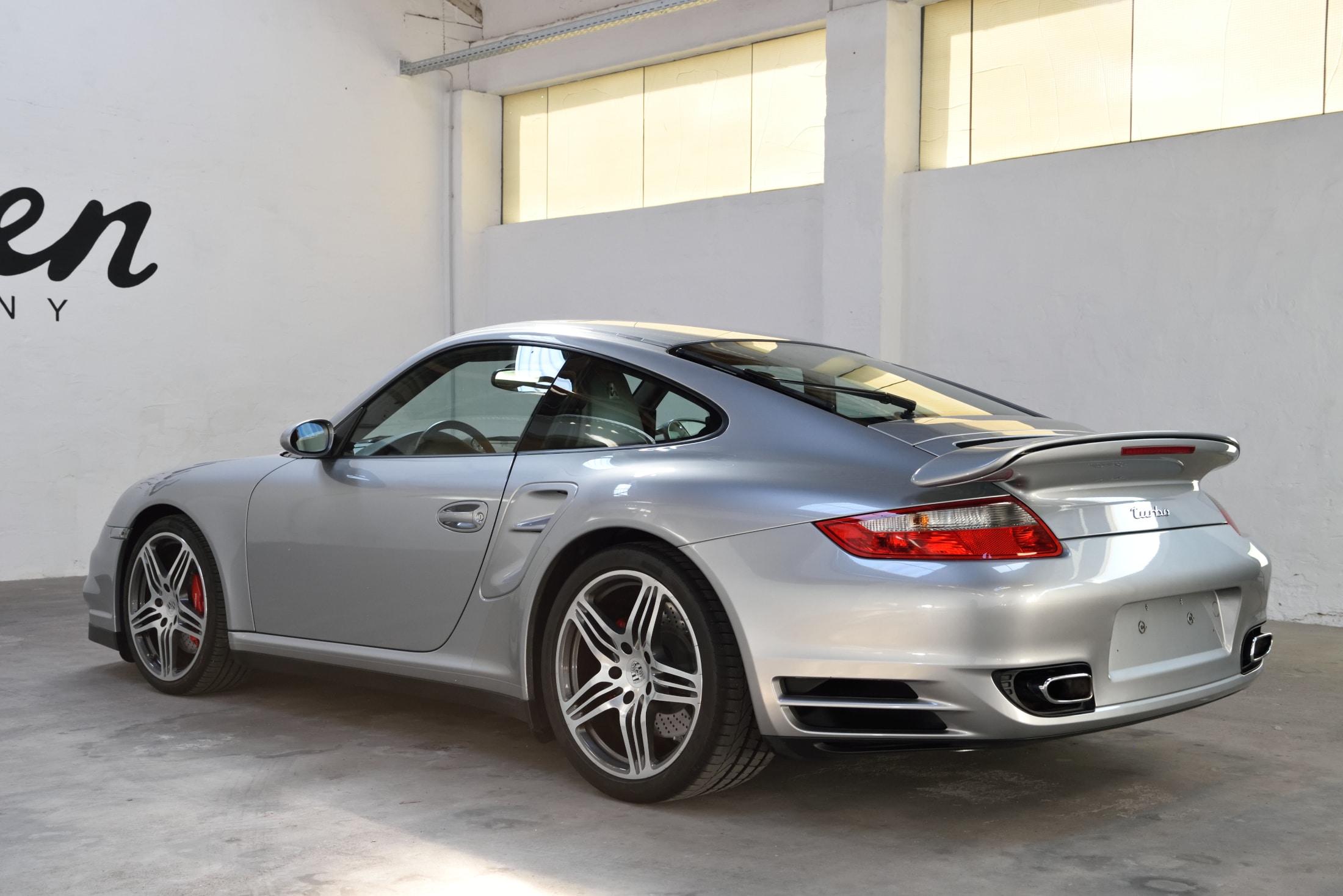 Porsche GT silbermetallic