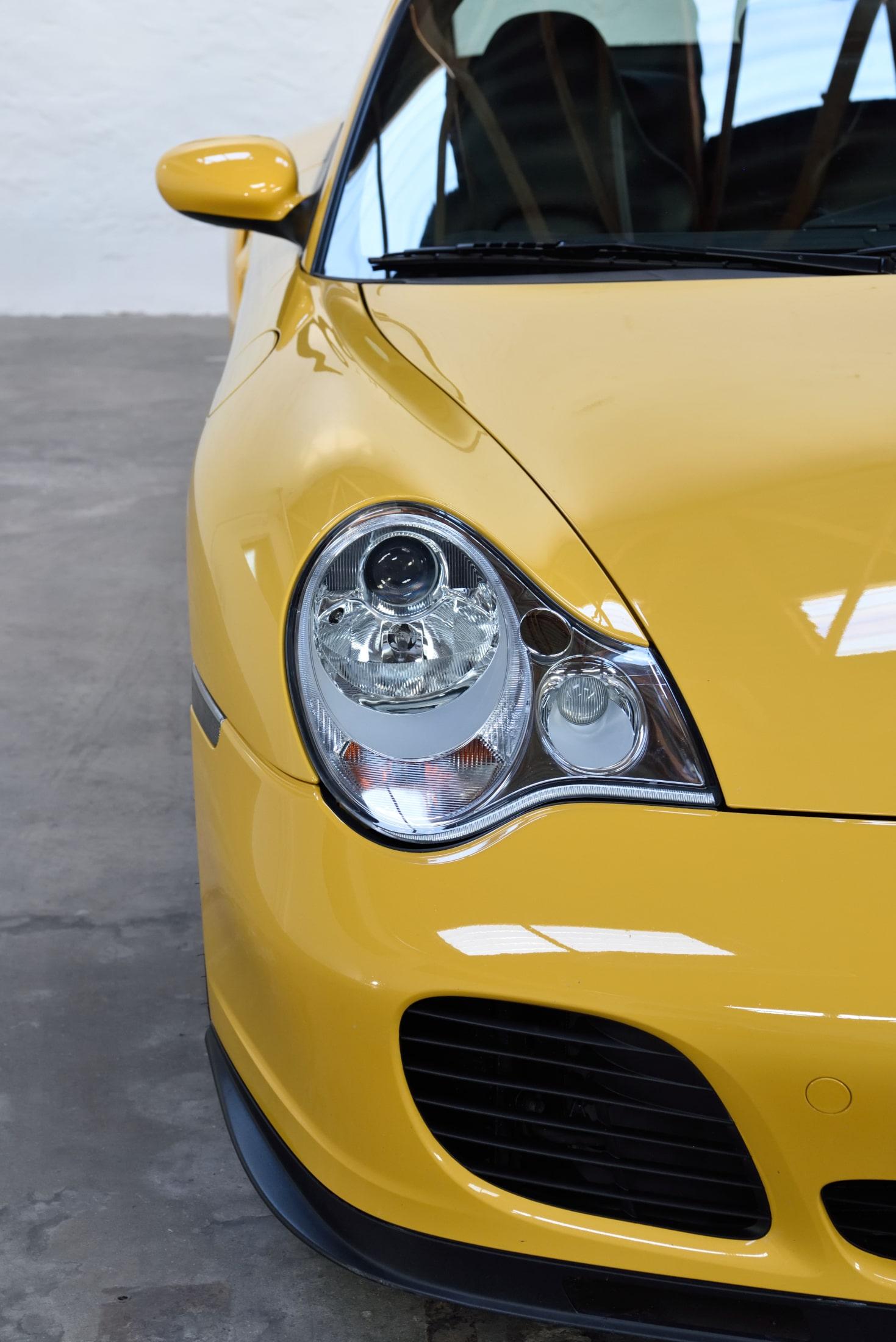 Porsche 996 Turbo speedgelb